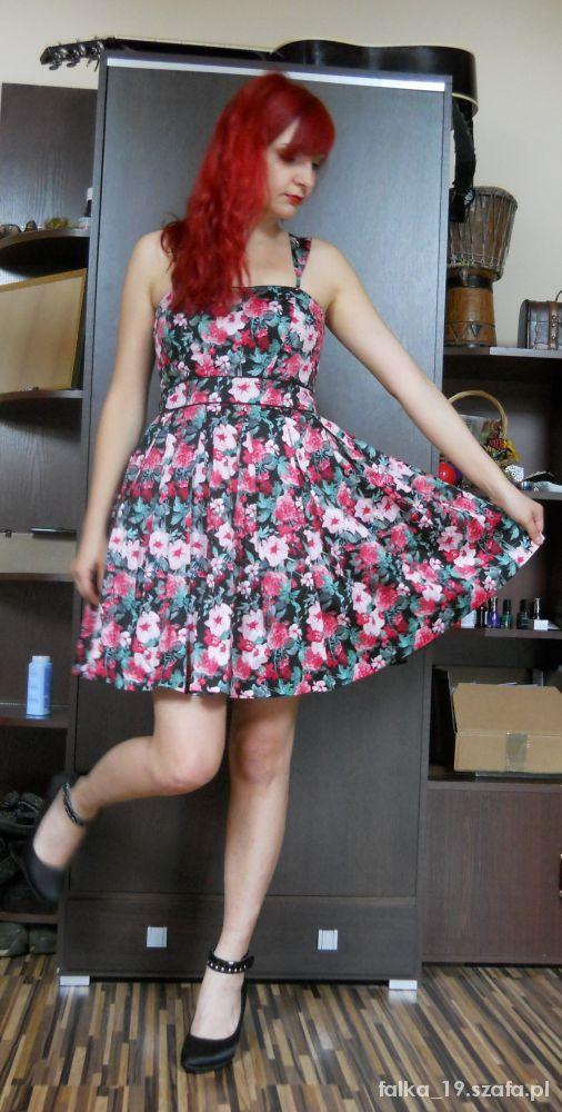 Mój styl Rozkloszowana kwiecista sukienka