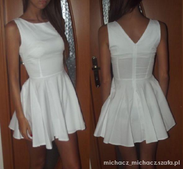 biala sukienka plis s