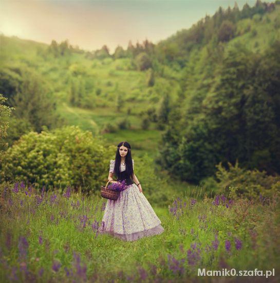 Na specjalne okazje Suknia balowa w kwiaty z halką do ziemi i gorsetem