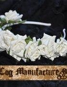 Biała różana korona...