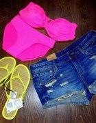 różowy strój H&M...