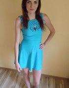 sukienka wycięcia wzorek błękitna