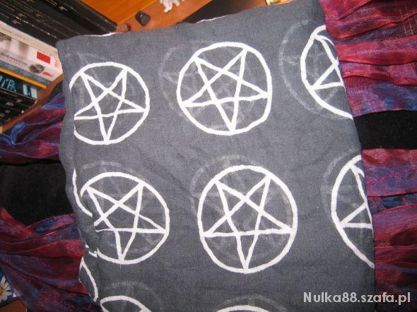 Chusty i apaszki Czarna chusta w pentagramy