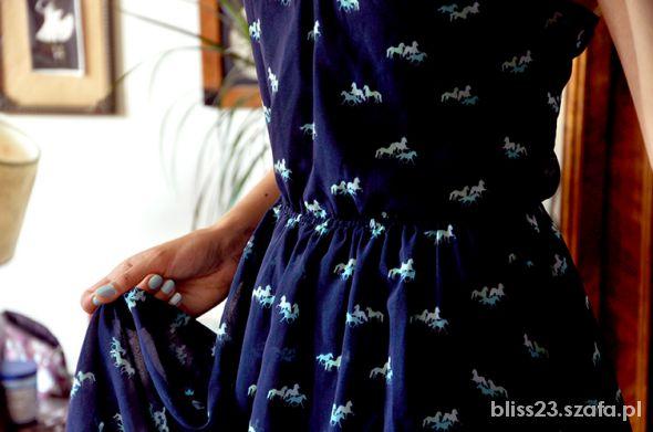 Suknie i sukienki bershka w konie