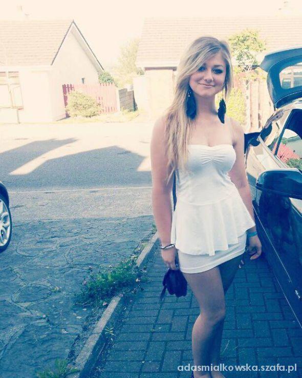 Na specjalne okazje biała sukieneczka peplum