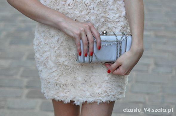 Sukienka Zara Róże taka jak ma Kasia Tusk