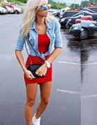 Czerwień i jeans