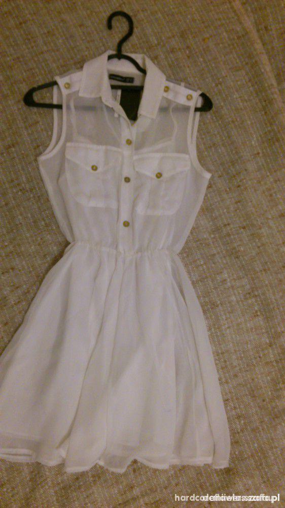 Białą zwiewna sukienka
