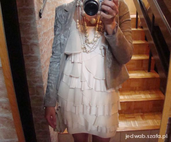 Eleganckie Falbany i perły