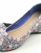 urocze balerinki CCC niebieskie w kwiatki 36
