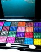 paleta cieni do powiek 24 kolory