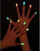 Świecący w ciemności lakier do paznokci
