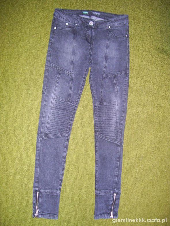Spodnie z przeszyciami...