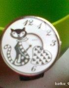 srebrny zegarek z kotem
