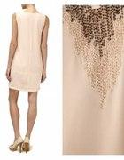 Luźna sukienka z ozdobnymi koralikami