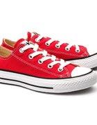 Czerwone lub białe trampki Converse przed kostkę37