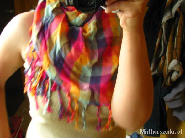 Chusty i apaszki Kolorowa chusta kraciasta w kratę MANGO Reserved
