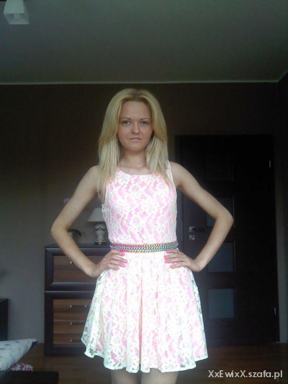 Mój styl Koronkowa sukienka neon
