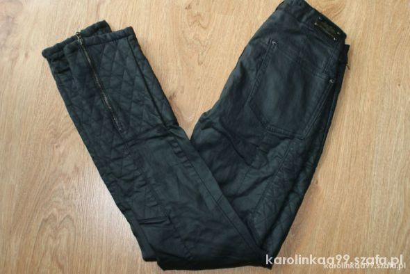 pikowane spodnie zara