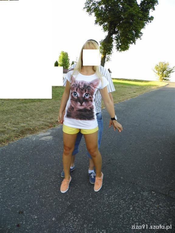 Sportowe ognisko 2 08 13r T shirt z kociakiem i trampki