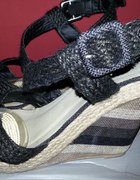 Czarne sandały...