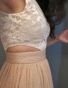 Sukienka ze skóry i tiulem...