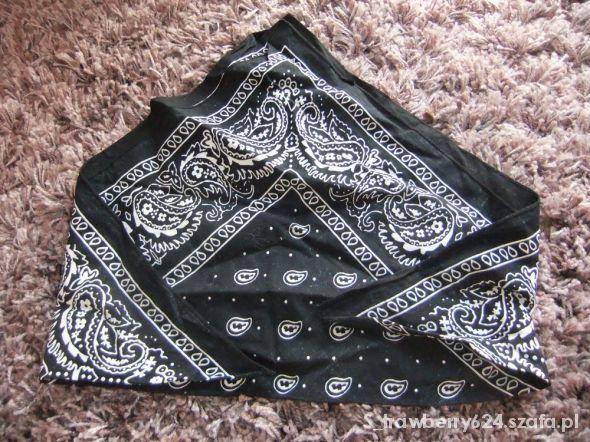 Chusty i apaszki czarna bandamka chustka