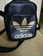 czarna torebka sportowa listonoszka jak adidas