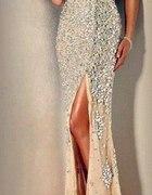 Cudowna piękna sukienka kryształki