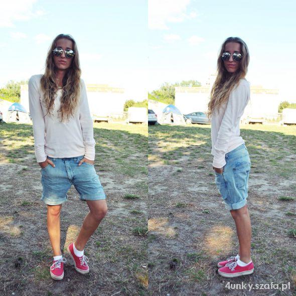 Jeans i pudrowa bluzka