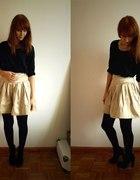 gold skirt...