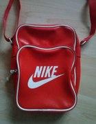 Czerwona torebka Nike