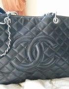 Chanel czarna...