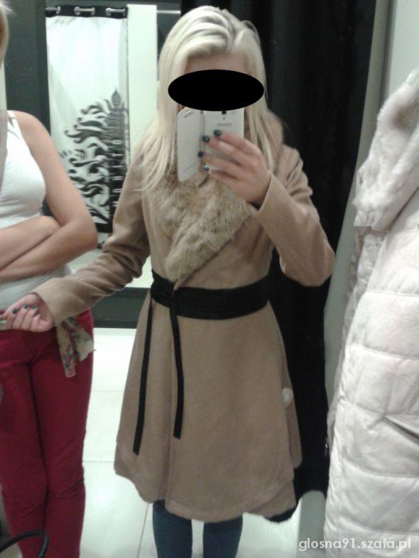 Eleganckie Mój nowy płaszczyk z wszytym paskiem i futerkiem M