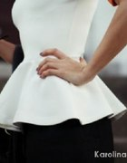 Biała bluzka z baskinką