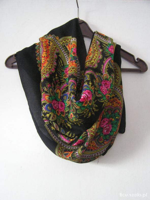 Chusty i apaszki super chusta z motywem ludowym