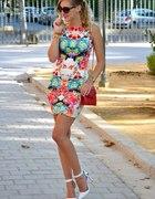 sukienka kolorowa dopasowana hm