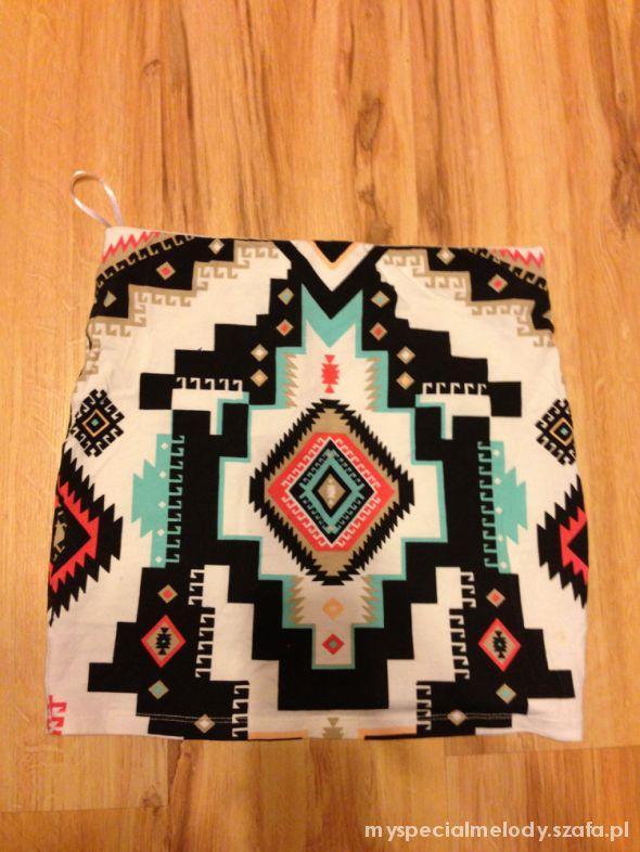 Spódnice aztec bershka M s