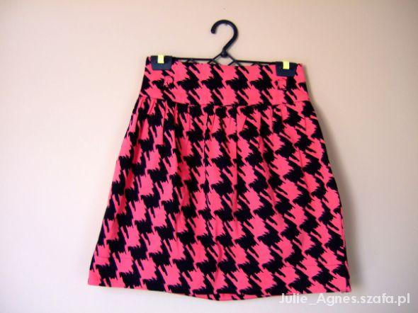 Spódnice Rozkloszowana neonowa spódniczka w pepitkę
