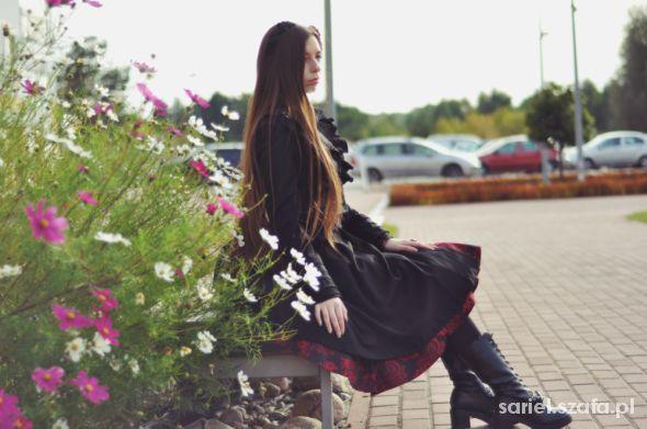 Czarna zmora i urocze kwiatuchy