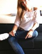 motyw przewodni biała koszula