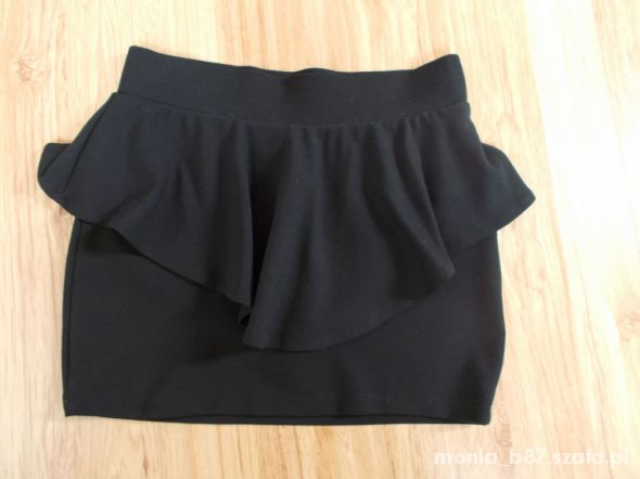 Spódnica czarna z baskinką
