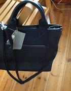 Nowa czarna torebka z uszami i długim paskiem