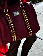 bordowa torba z kolcami