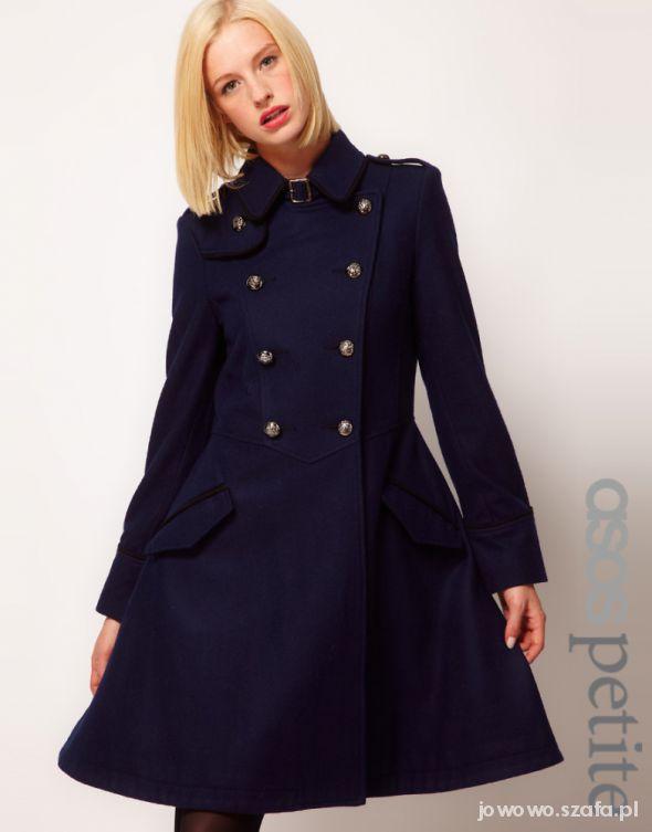 Mój styl Rozkloszowany płaszcz ASOS w stylu militarnym