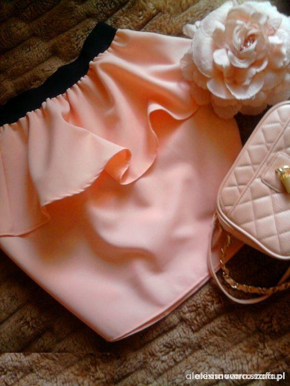 Spódnice brzoskwiniowa baskinka cudo