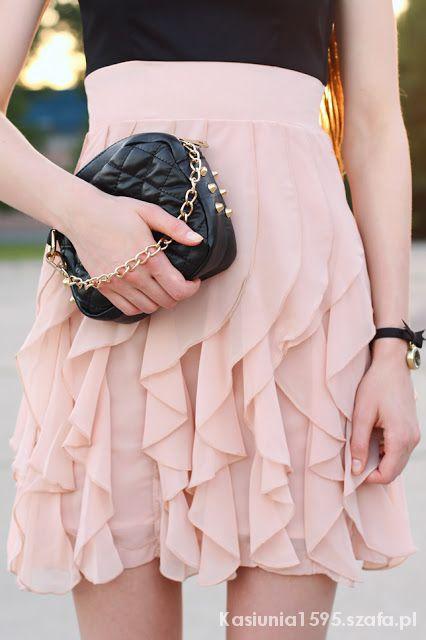 Eleganckie Czarno różowa sukienka z falbankami