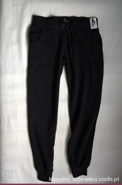 Czarne spodnie dresowe Atmosphere