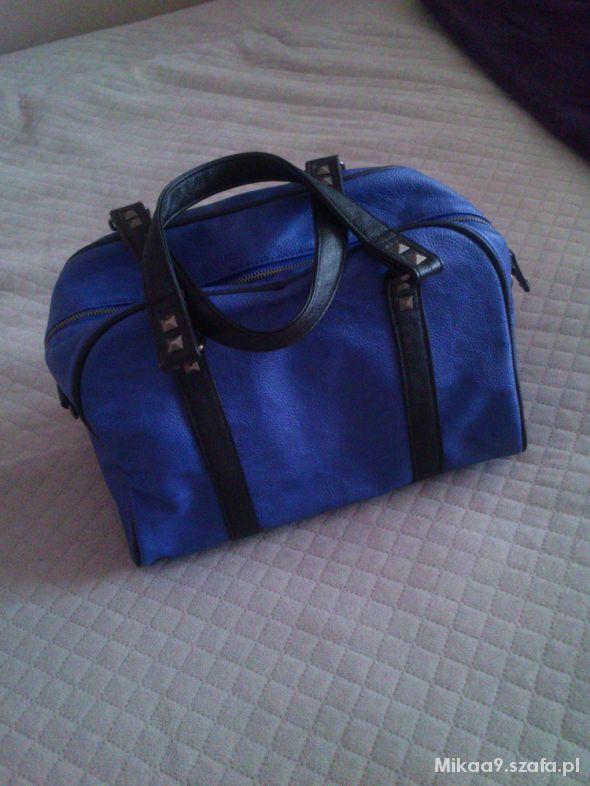 BDC Niebieska torebka kuferek