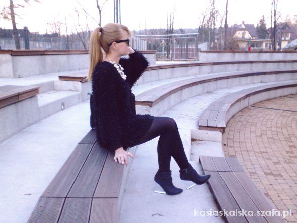 Długi włochaty sweter Zara przezroczyste koturny
